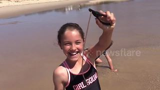 Australian girl demonstrates how to catch beach worms - Video