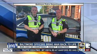 Baltimore officers bring man back to life - Video