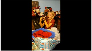 Little girl surprised with Chihuahua puppy for Christmas - Video