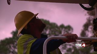 Heroes of the Hurricane: Family members offer support for hard-working linemen - Video
