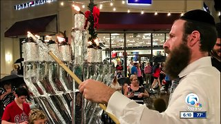 Fifth annual Hanukkah celebration held at Palm Beach Outlets