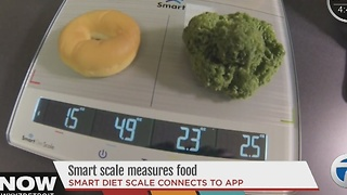 Smart scale measures food - Video