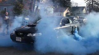 Wheeley good! Car mad couple reveal gender of first baby with mustang wheelspin - Video