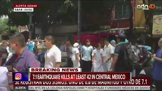 Strong earthquake strikes Mexico City - Video
