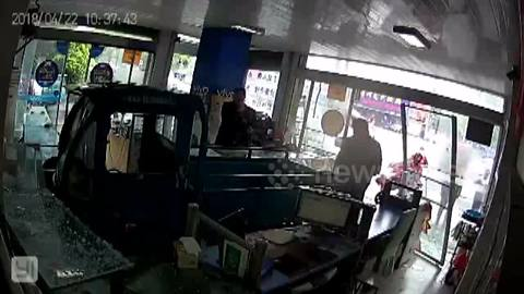 Dog drives three-wheeler into front of phone shop