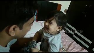 Baby breaks into tears after father shaves beard - Video