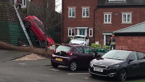 Driverless car rolls drops 4 feet and lands in neighbour's front yard