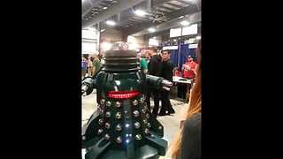 Dalek Hilariously Interacts With Fan at Ottawa Comiccon - Video