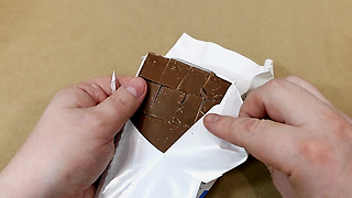 One simple lifehack to eat chocolate  - Video