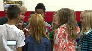 Houdini Elementary students help others during Sharing Kindness Day - Video