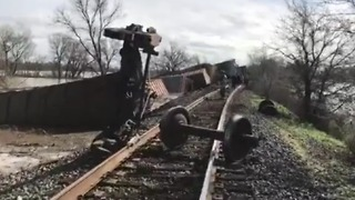 Multiple Train Carriages Derail in Cosumnes River Near Elk Grove - Video