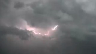 Texas Storm Cloud Sparks Extreme Lightning - Video