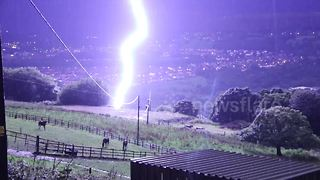 Close lightning strike caught on camera - Video