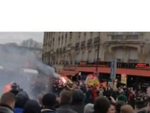 Clashes Between Police and Strike Supporters Reported in Paris - Video