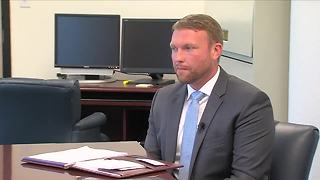 Public defender overcomes his past - Video