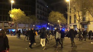 Police Drive Riot Vans Towards Crowd to Disperse Barcelona Protesters - Video