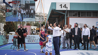 Alexis Tsipras plays basketball in Thessaloniki