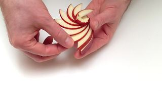 How to make a sculpture arrangement with an apple - Video