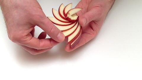 How to make a sculpture arrangement with an apple