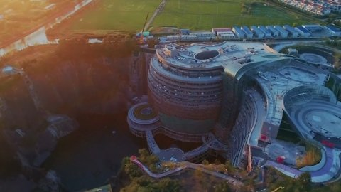 This Underground Chinese Hotel Is the Epitome of Luxury