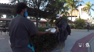 Organization provides Thanksgiving meals for homeless