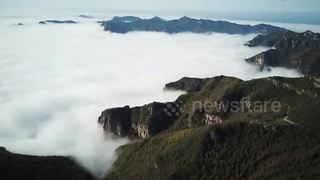 Stunning 'sea of clouds' coat northern China's Mount Li - Video
