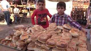 Idlib Markets Reopen for Ramadan Amid Influx of Displaced Civilians - Video