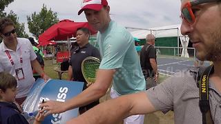 YouTuber gets funny signature from Bryan Brother at Rogers Cup - Video