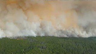 British Columbia Firefighters Battle Extreme Wildfire Behavior - Video