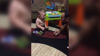 Baby Discovers Dad's Comedic Talent - Video