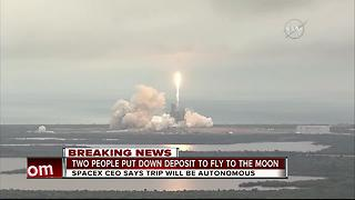 SpaceX says it will fly 2 people to moon next year - Video