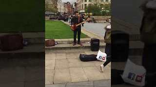 Street Performer Wows the Crowd With Insane Bass Skills - Video