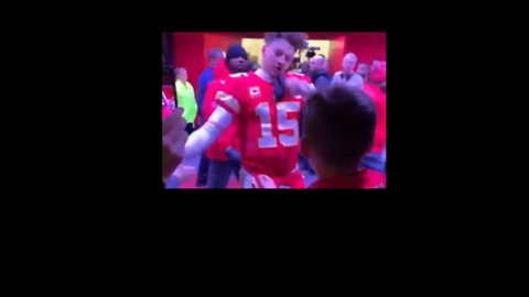 Mahomes Makes Young Chiefs Fans' Day by Gifting Headband