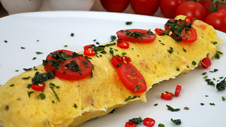 This simple omelette hack is deliciously useful - Video