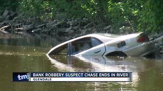 Bank robbery suspect chase ends in river - Video