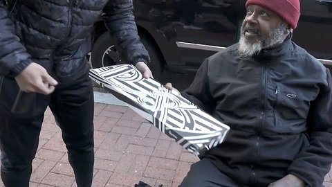 Watch: heartwarming moment generous blogger gives out pizza to homeless