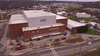 Sky9 captures removal of Cincinnati Gardens sign - Video