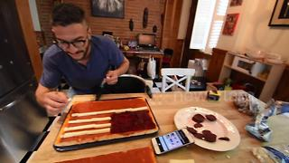 Canadian makes American flag pizza to mark Fourth of July - Video