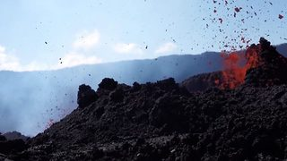 Footage from worlds most active volcano captures amazing eruptions - Video