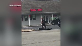 Indiana jail officer holds man at gunpoint in parking lot - Video