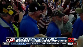 Huge Crowds Welcome Home Honor Flight 41