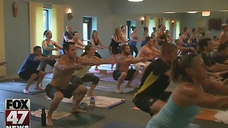 More Americans turn to yoga - Video