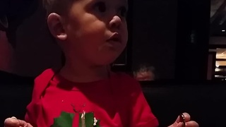Baby confidently attempts to eat salad with fork - Video