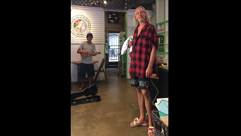 Coffee Shop Musician Sings Surprise Duet With Famous Singer Without Knowing It