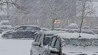 Heavy Snow Covers Streets Near Glasgow - Video