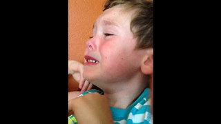 Adorable temper tantrum caught on camera - Video