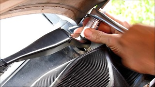 How to remove front wipers, Opel Astra H - 2009  - Video
