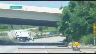 Good Samaritans Rescue Truck Driver After Dramatic Crash in Pennsylvania - Video
