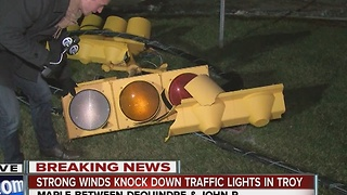Strong winds knock down traffic lights in Troy - Video