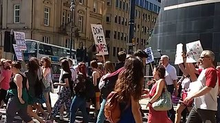 Marchers Protesting Grenfell Fire in Leeds Call on May to Resign - Video